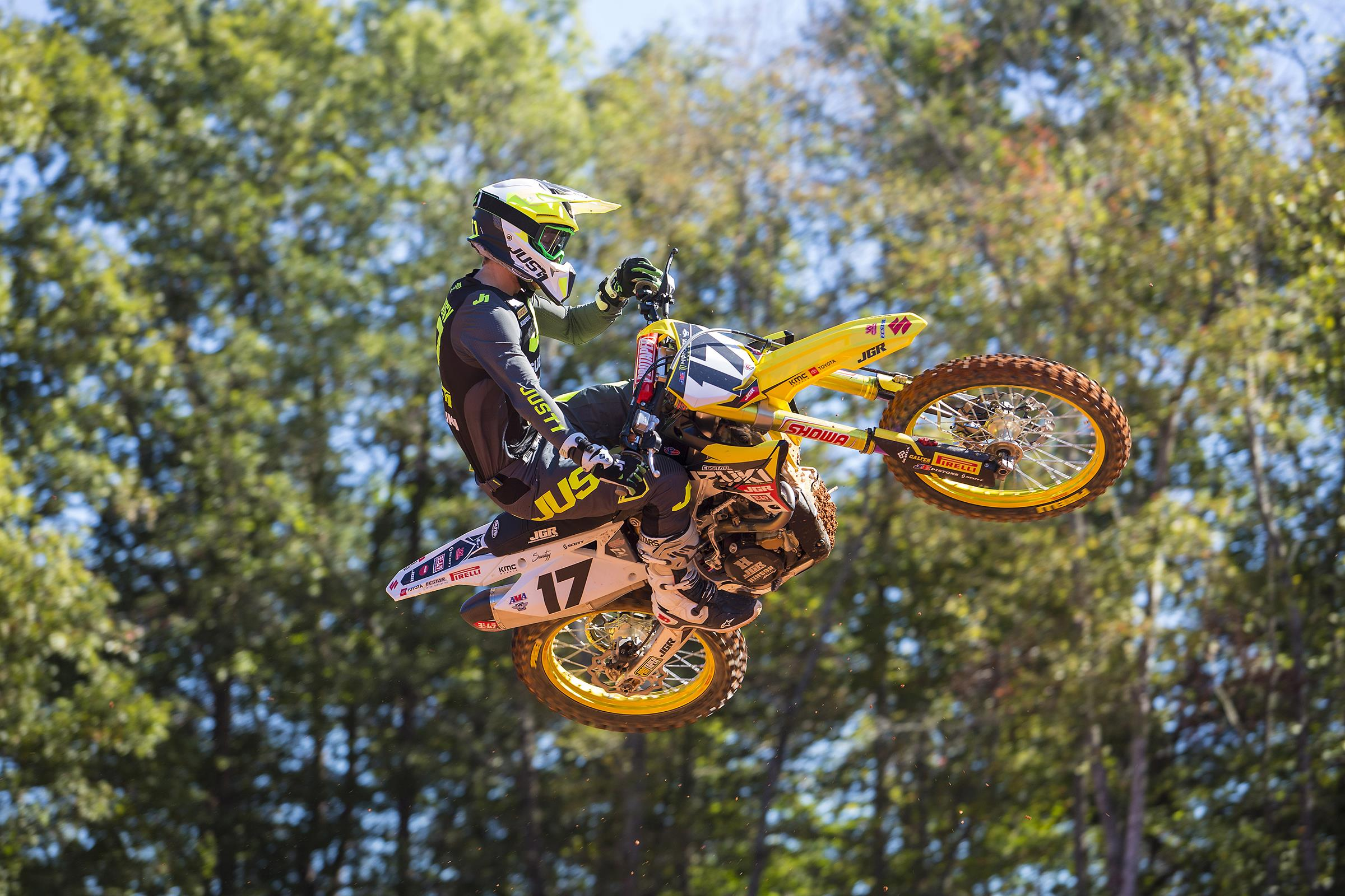 JGRMX Yoshimura Suzuki Announces New Riders